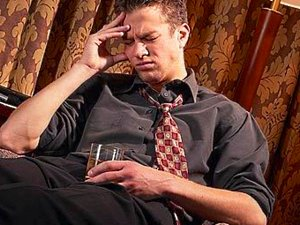Болит голова после алкоголя что делать?